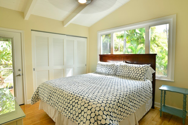 Maui beach home bedroom photo