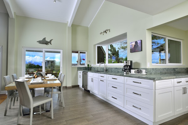 Maui Beach Home kitchen photo